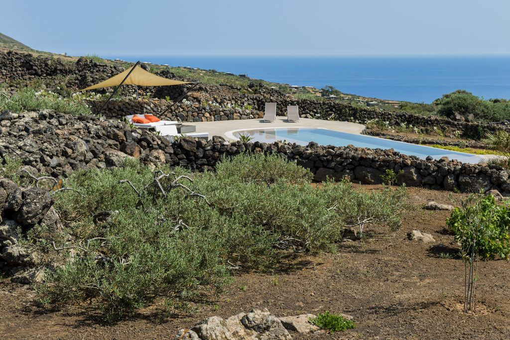 Labelhttp://www.solopantelleria.com/medias/room/medium/3152/gb85168.jpg